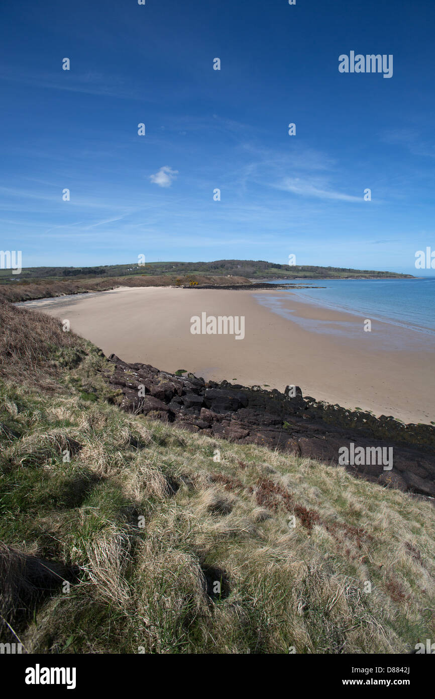 The Wales Coastal Path in North Wales. Picturesque view of Traeth tr Ora with Dulas Bay in the background. - Stock Image