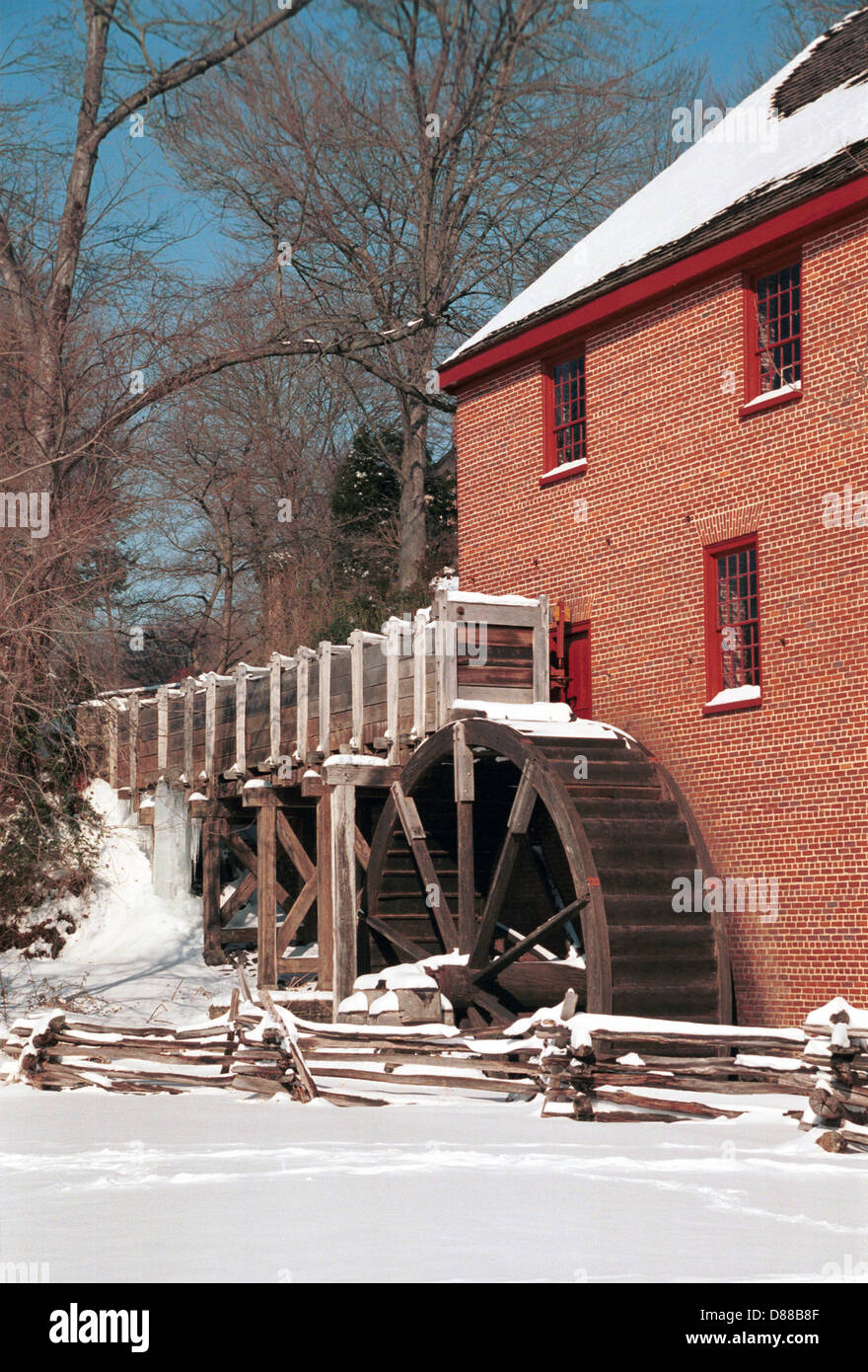 Colvin Run Mill gable roofed brick structure built 1802 Fairfax Virginia, Grist mill winter snow Virginia,Mill for - Stock Image
