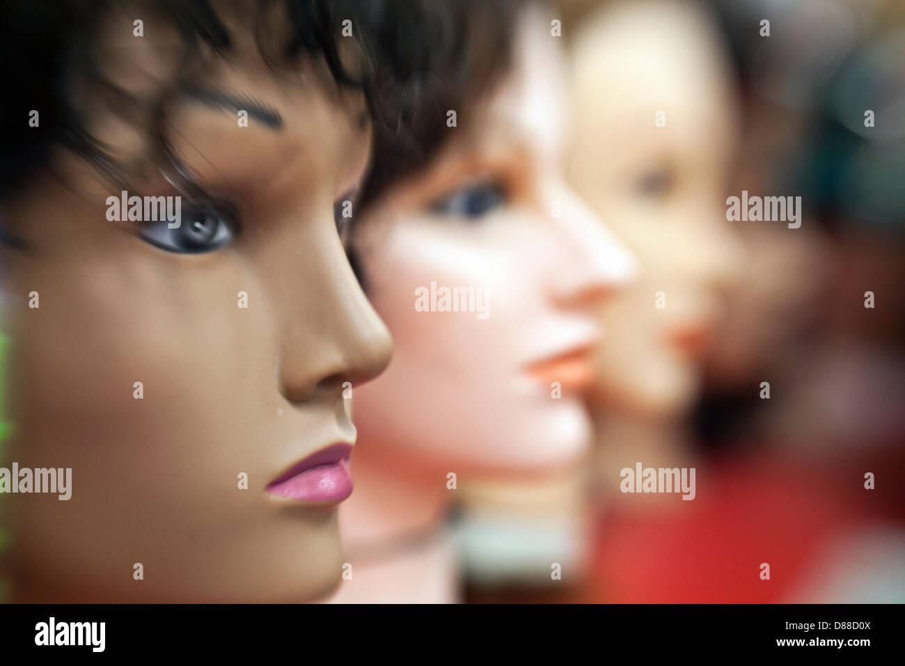 mannequin head lineup - Stock Image