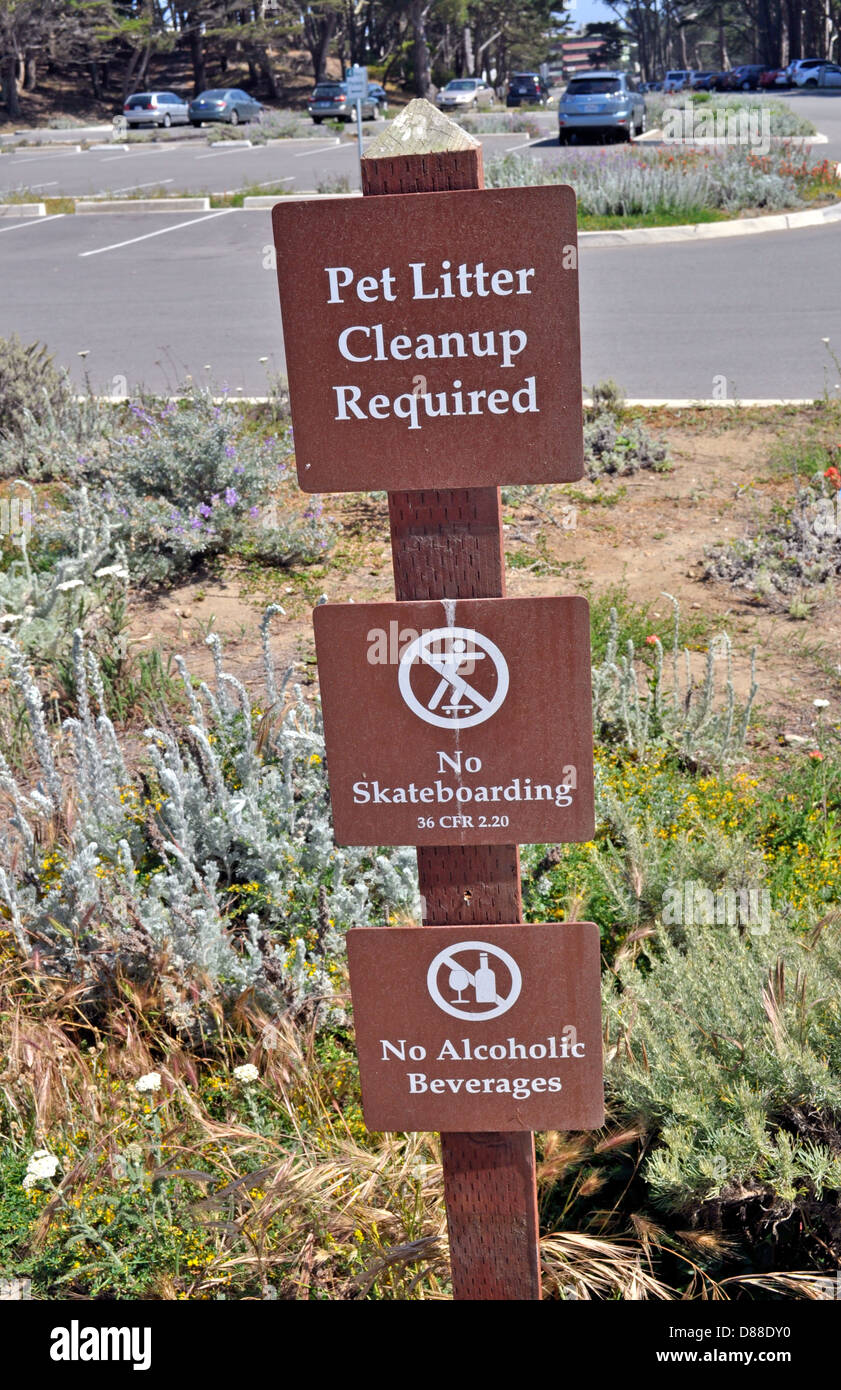 rules sign, pet litter cleanup required, no skateboarding, no alcoholic beverages - Stock Image
