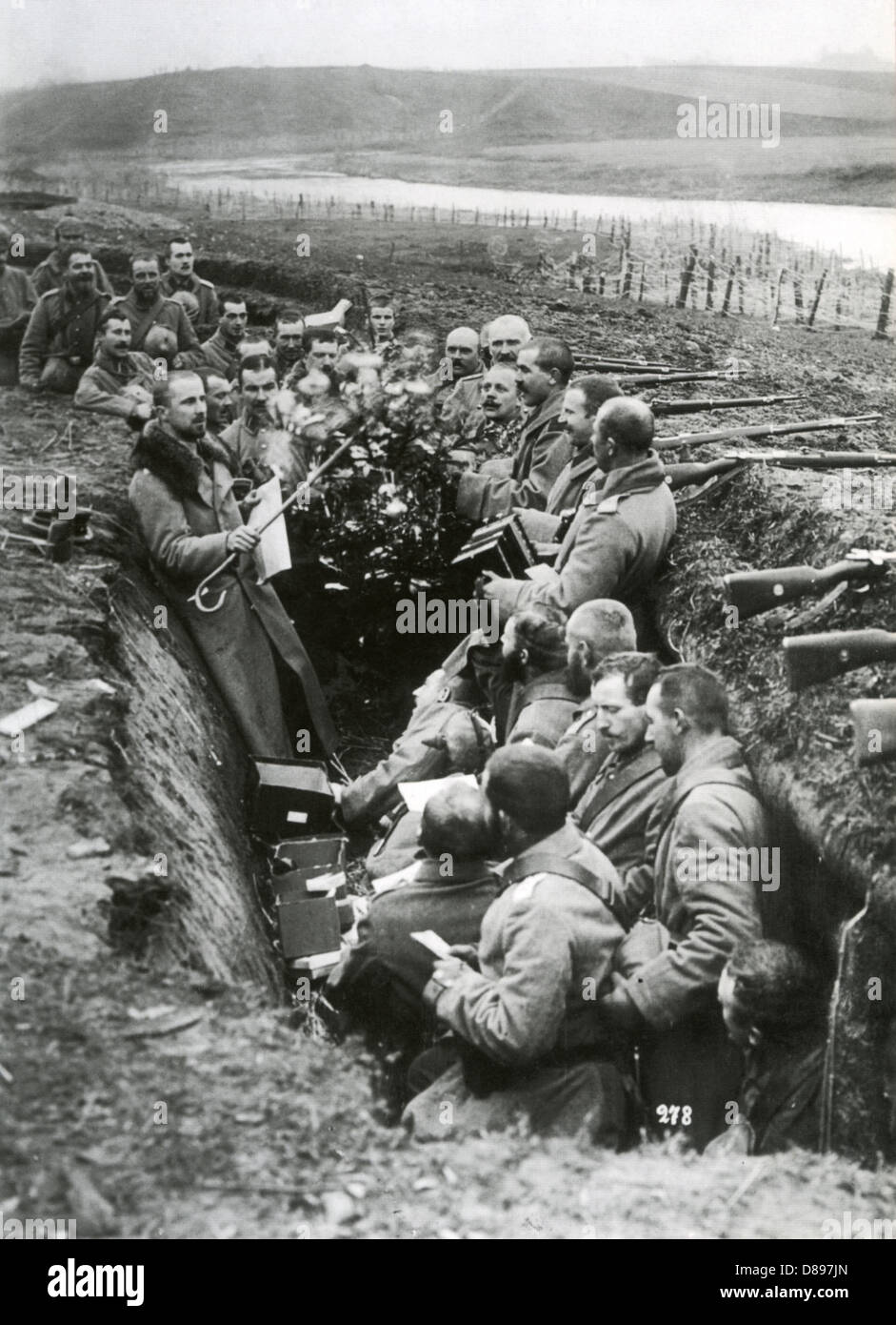 Christmas Truce Of 1914.Christmas Truce 1914 German Troops Take Advantage Of The