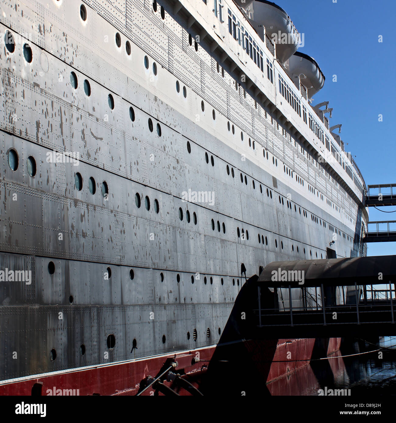 ship, faded glory, ocean liner, antique, queen mary, rivets, rust, old, dock, pier, long beach - Stock Image