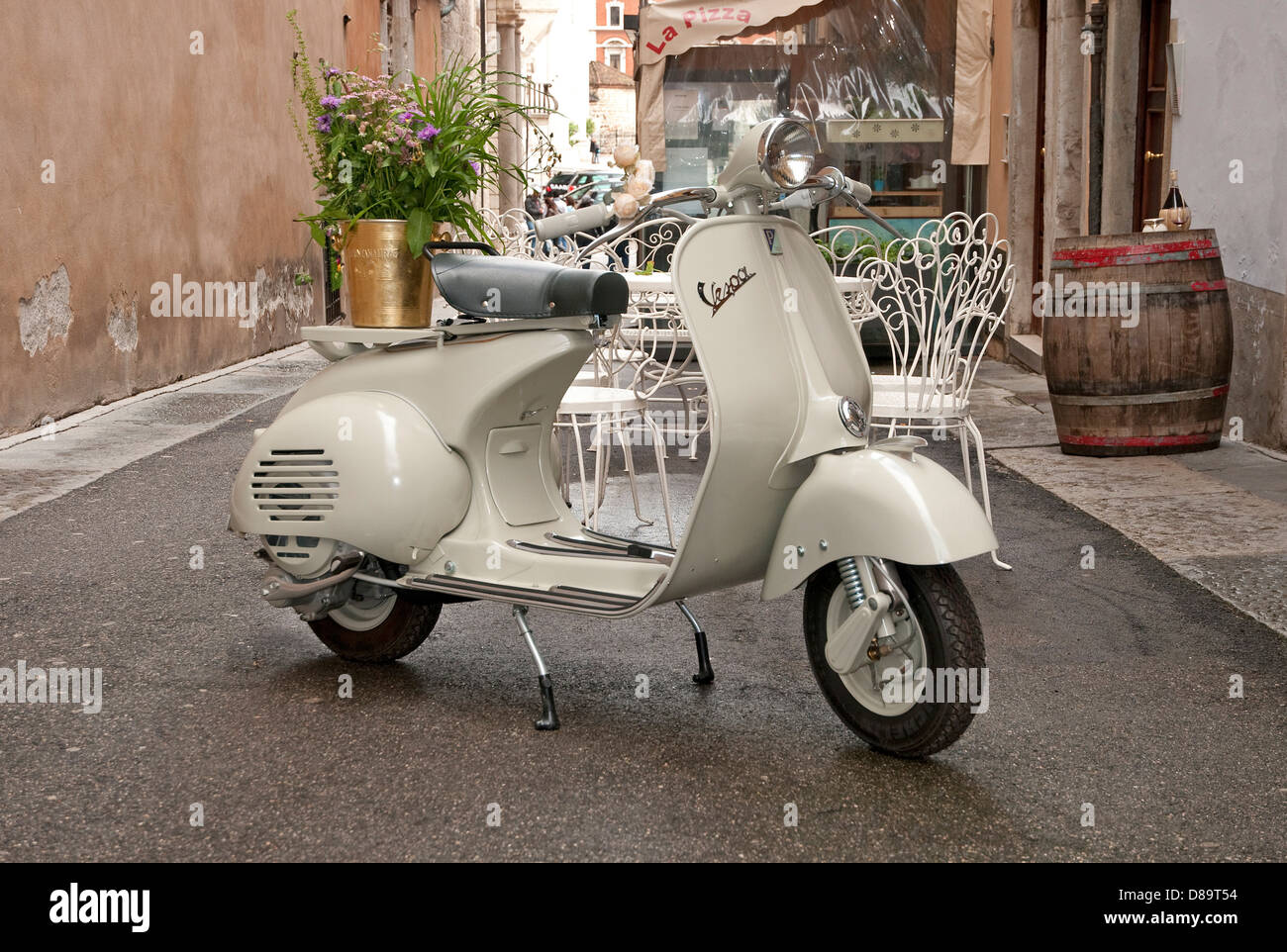 Classic Vespa High Resolution Stock Photography And Images Alamy
