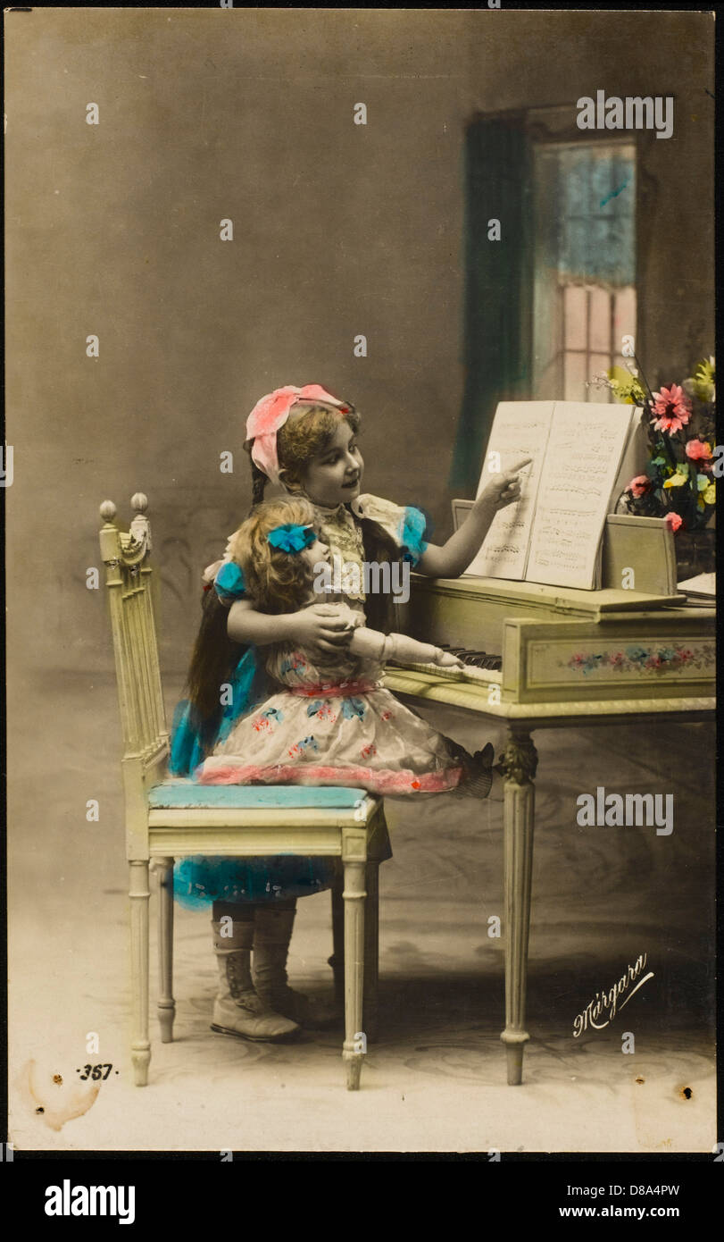 Dollys Piano Lesson - Stock Image