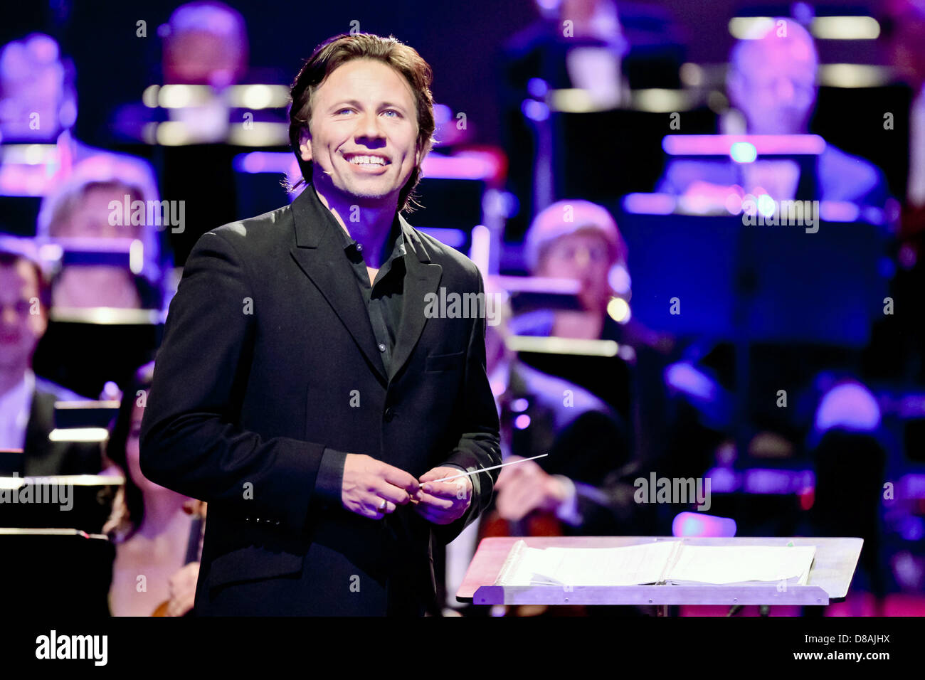 Leipzig, Germany. 21st May 2013. Estonian conductor of the MDR symphony orchestra Kristjan Jarvi receives the European - Stock Image