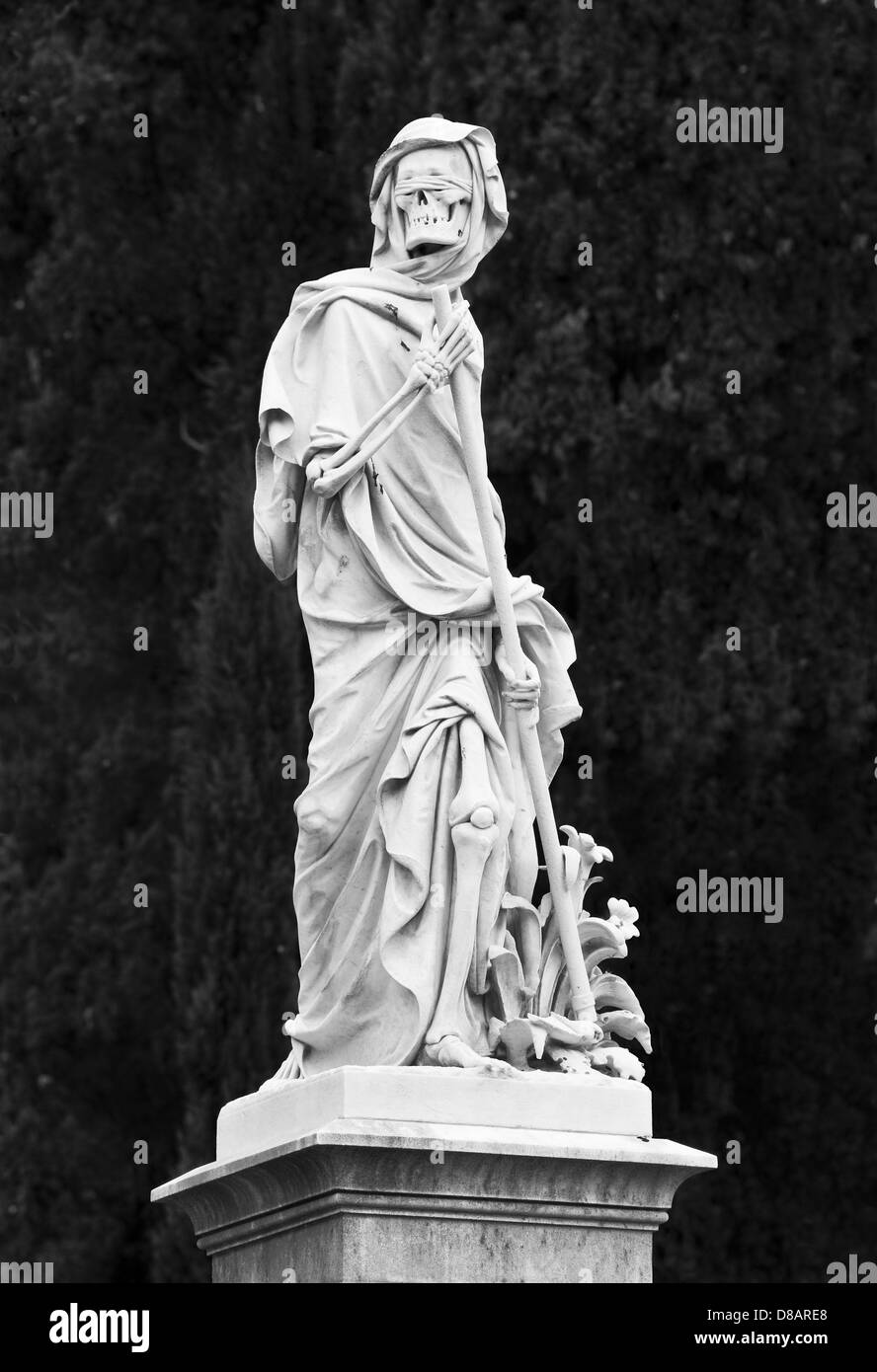 The English Cemetery, Florence, Italy. A sculpture of blindfolded Death, the grim Reaper, with his scythe (b/w, - Stock Image