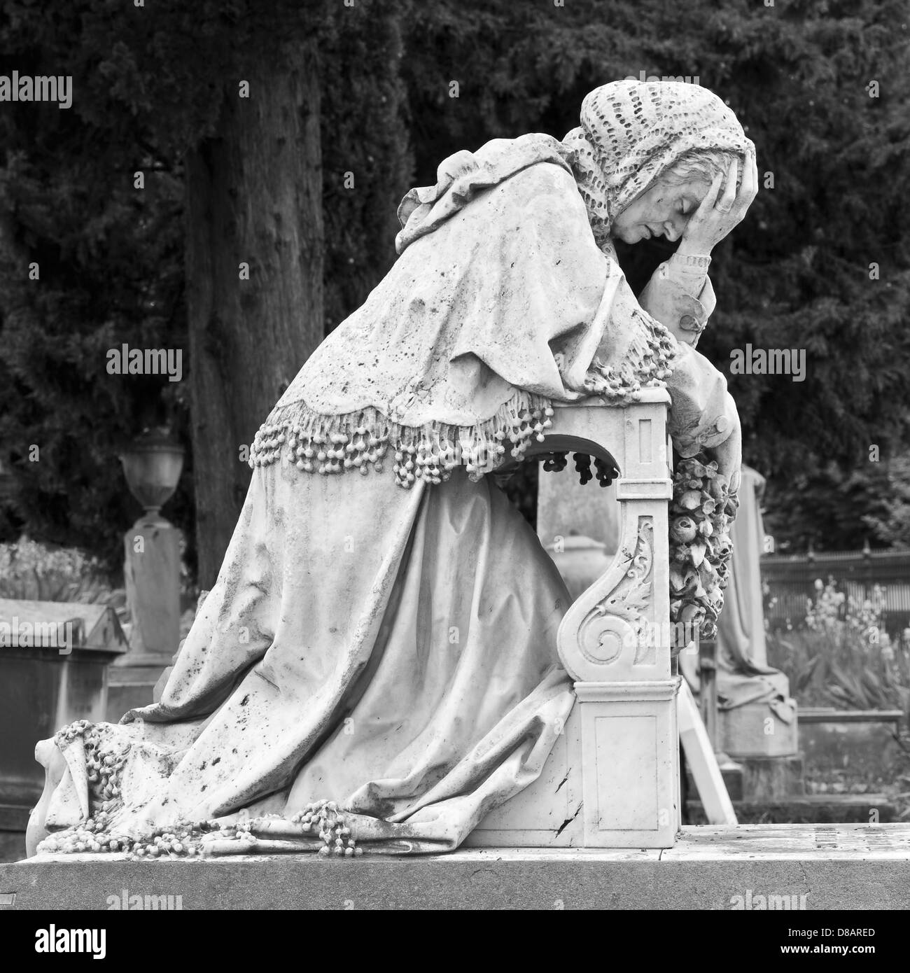The English Cemetery, Florence, Italy. Grave of Arnold Savage Landor with a statue of his grieving mother - Stock Image