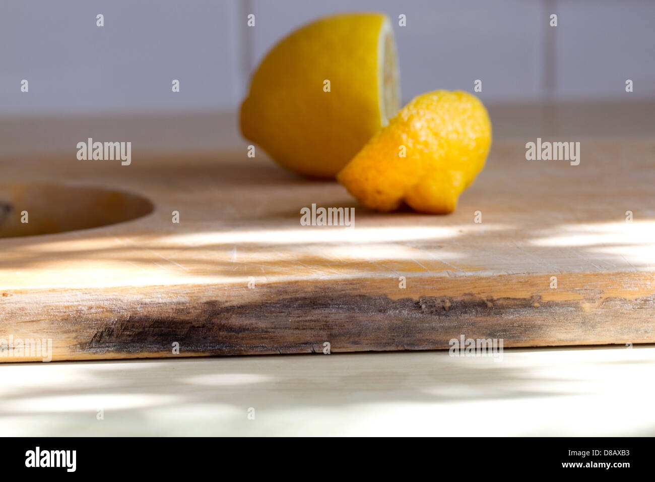 damp wood on wooden kitchen chopping board with mildew - Stock Image