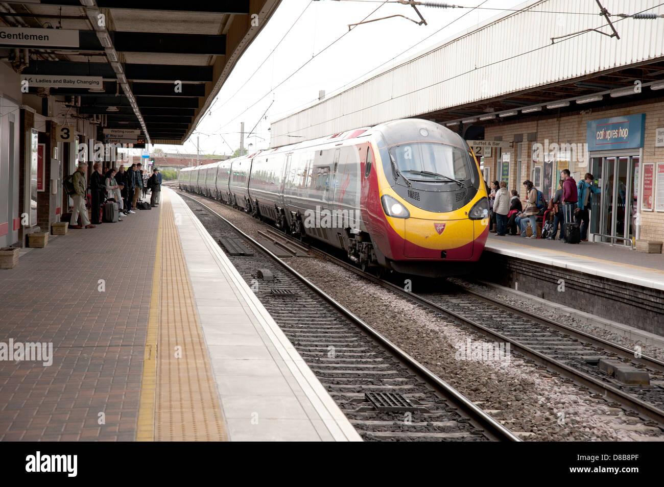 Virgin Pendolino arriving at Warrington Bank Quay Station Stock Photo