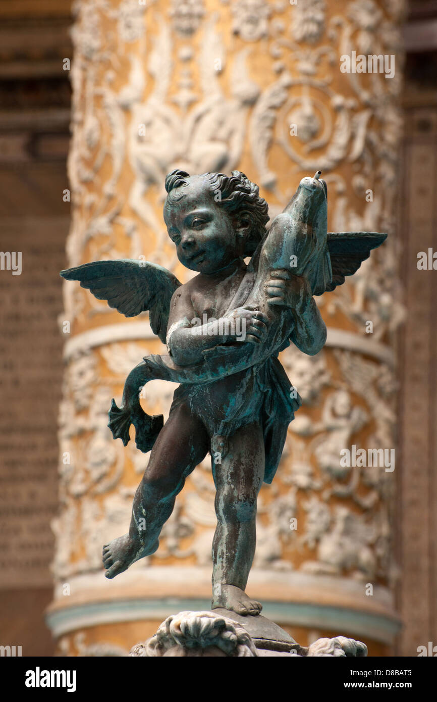 Little angel with dolphin artist Verrocchio, internal court palazzo vecchio, florence, italy - Stock Image