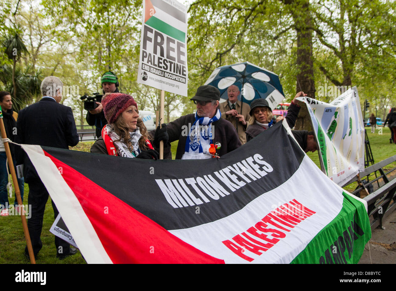 London, UK. 25th May 2013. Pro-Palestinian protesters demand that Israel is barred from hosting the Under 21s European - Stock Image