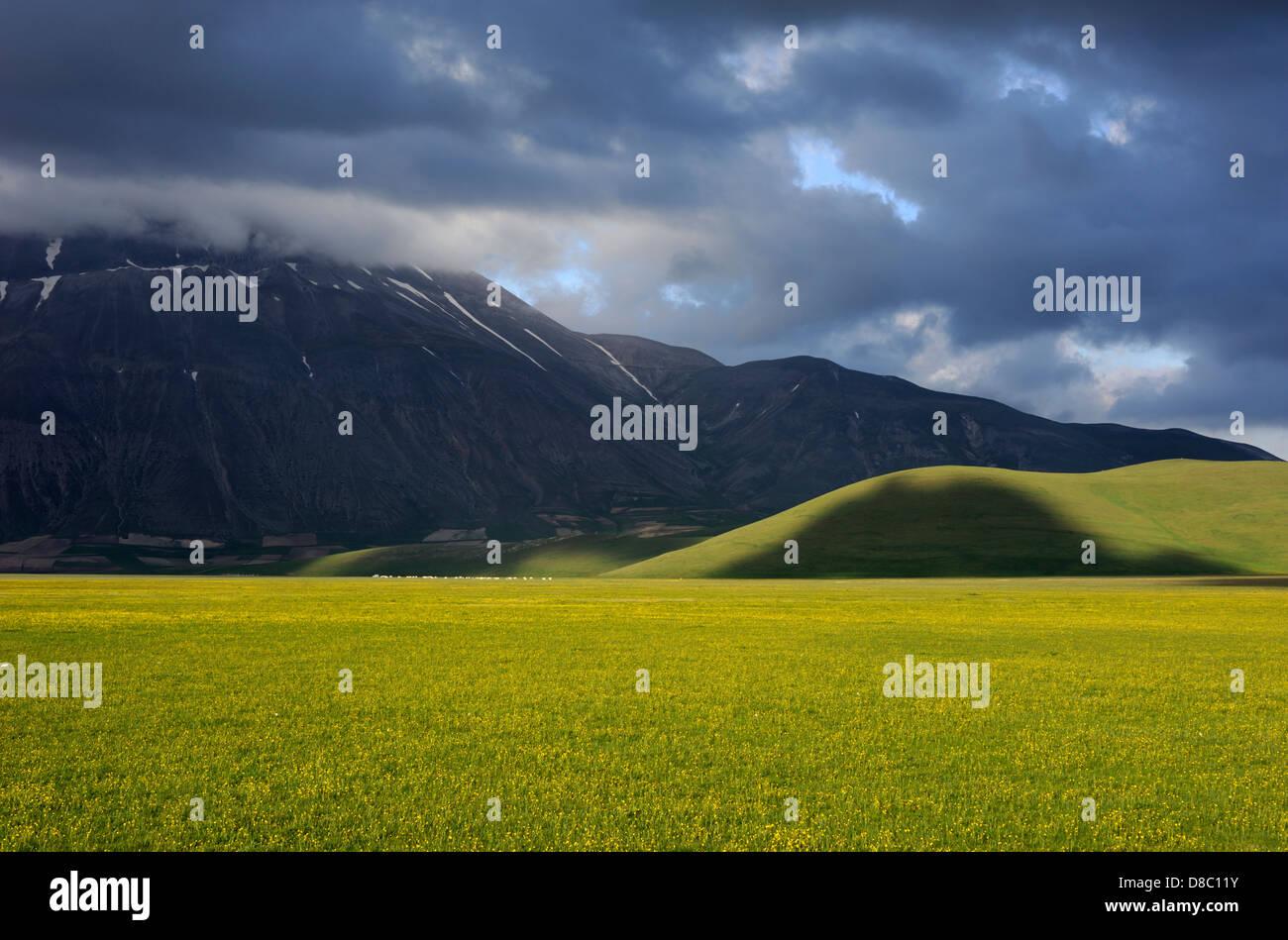 italy, umbria, sibillini national park, piano grande and monte vettore - Stock Image