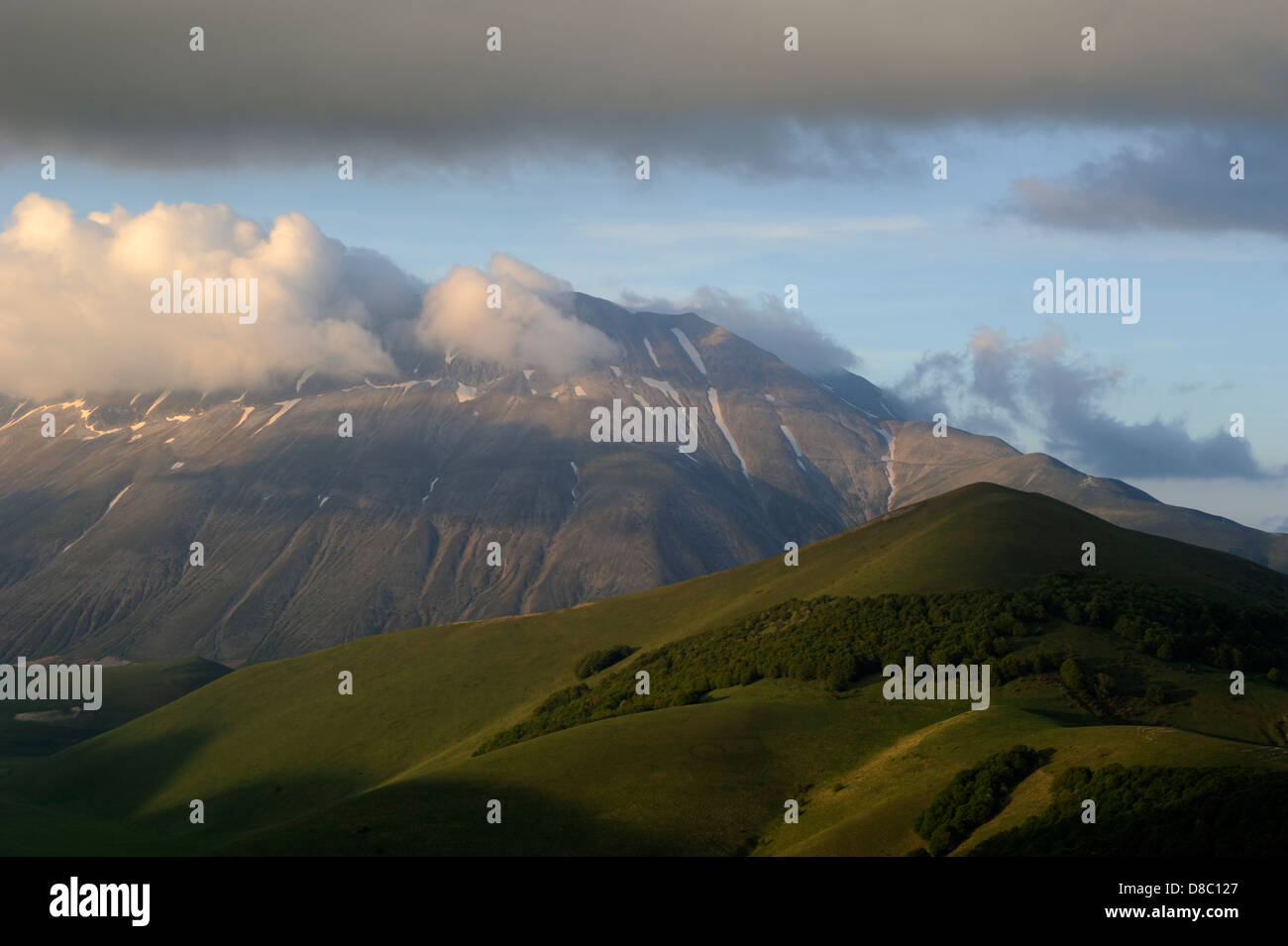 italy, umbria, sibillini national park, monte vettore at sunset - Stock Image