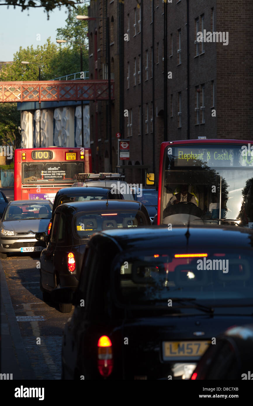 Traffic congestion in Wapping High Street, London - Stock Image