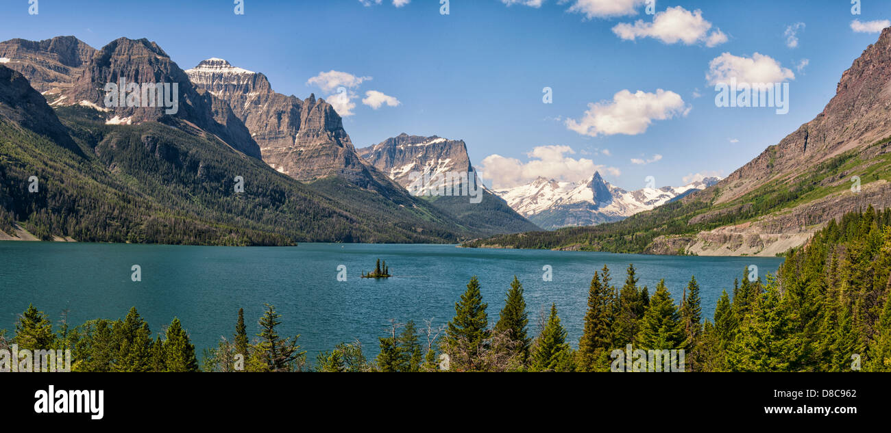 Panoramic image of Lake Saint Mary surrounded by mountain peaks, in Glacier National Park. Montana, USA. - Stock Image