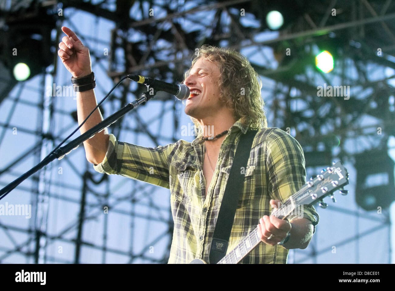 Brett Scallions of Fuel sings at Musikfest 2011. - Stock Image