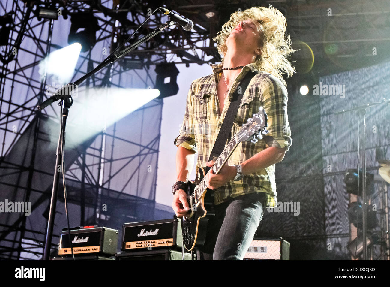 Lead singer of Fuel, Brett Scallions plays guitar at Musikfest. - Stock Image