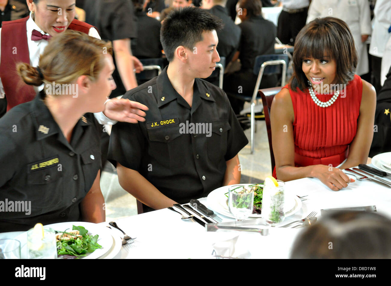 US First Lady Michelle Obama has lunch with midshipmen in King Hall at the US Naval Academy April 17, 2013 in Annapolis, - Stock Image