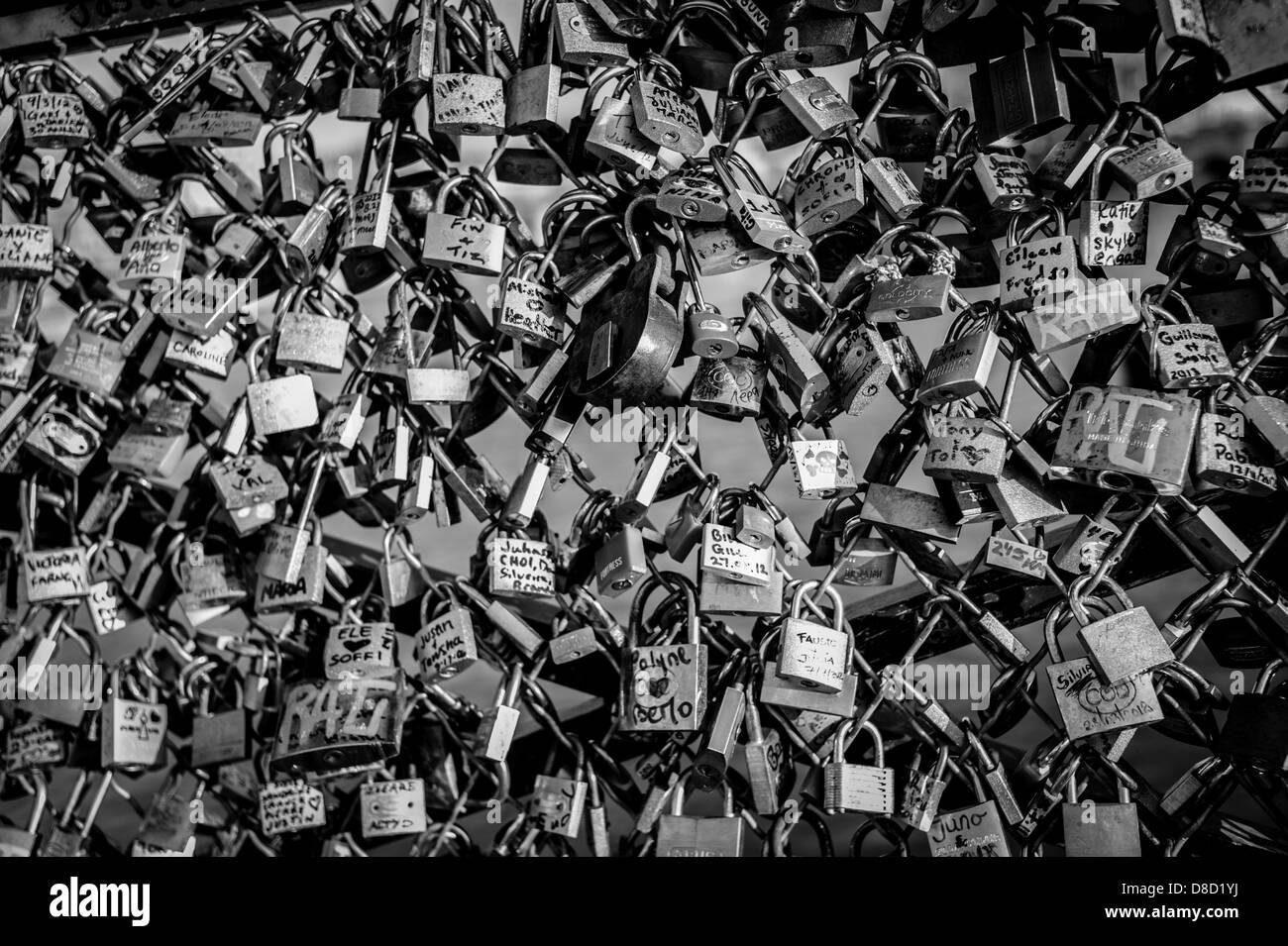 Love padlocks on Pont des Arts. - Stock Image