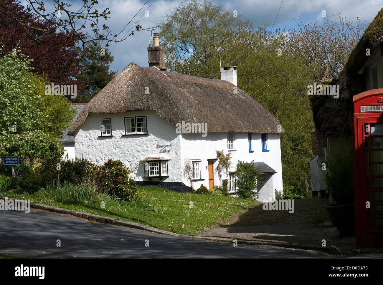 North Bovey Devon,cob and thatch,red telephone box,Architecture, Building Exterior, Cottage, Croft, Nature, No People, - Stock Image