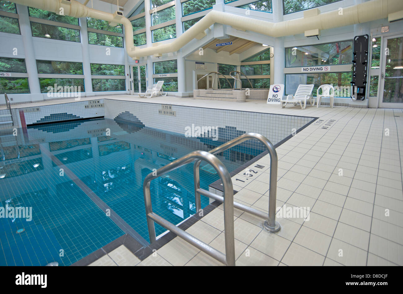 Merveilleux Public Indoor Wave Swimming Pool   Stock Image