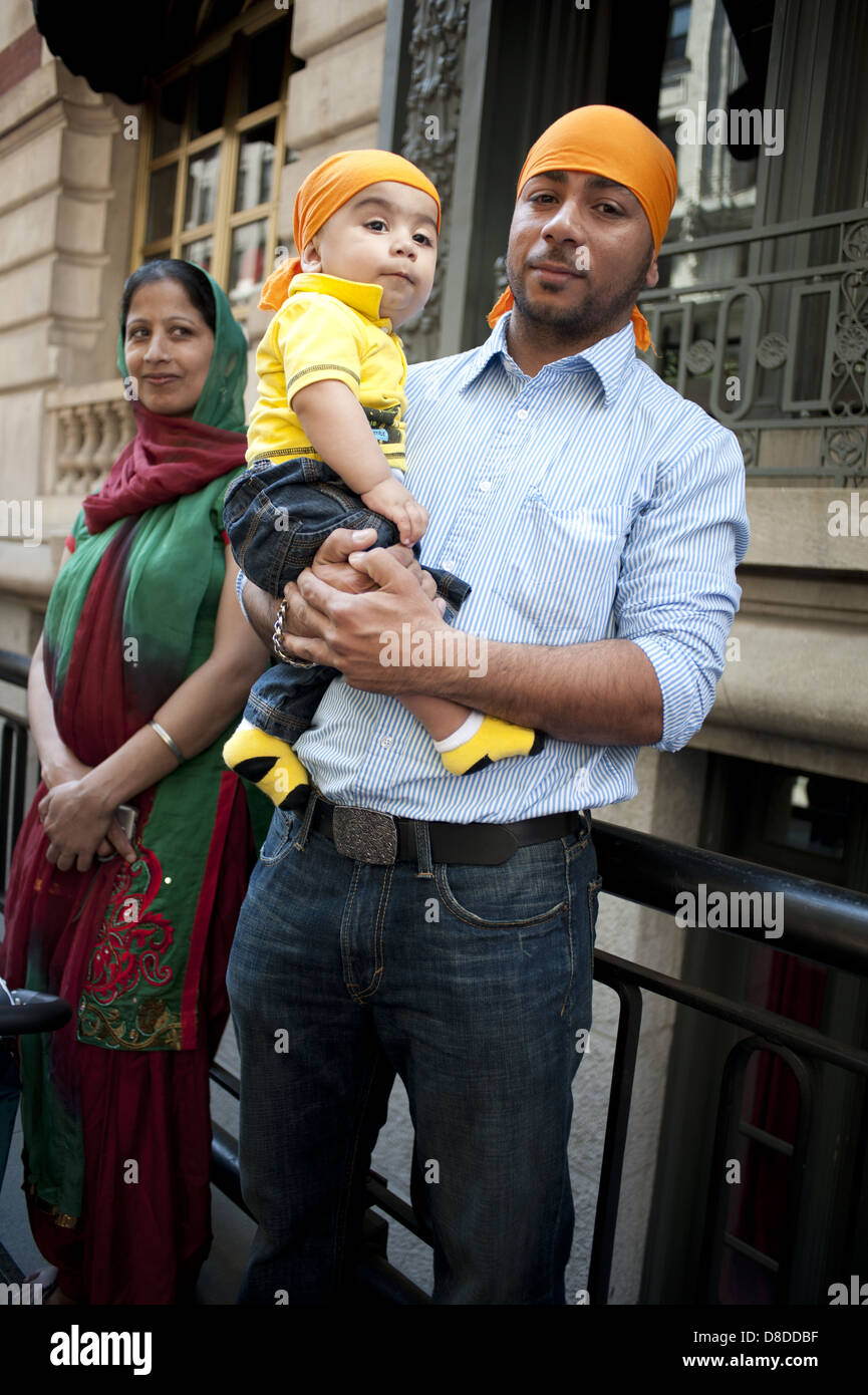 sikh baby boy stock photos & sikh baby boy stock images - alamy