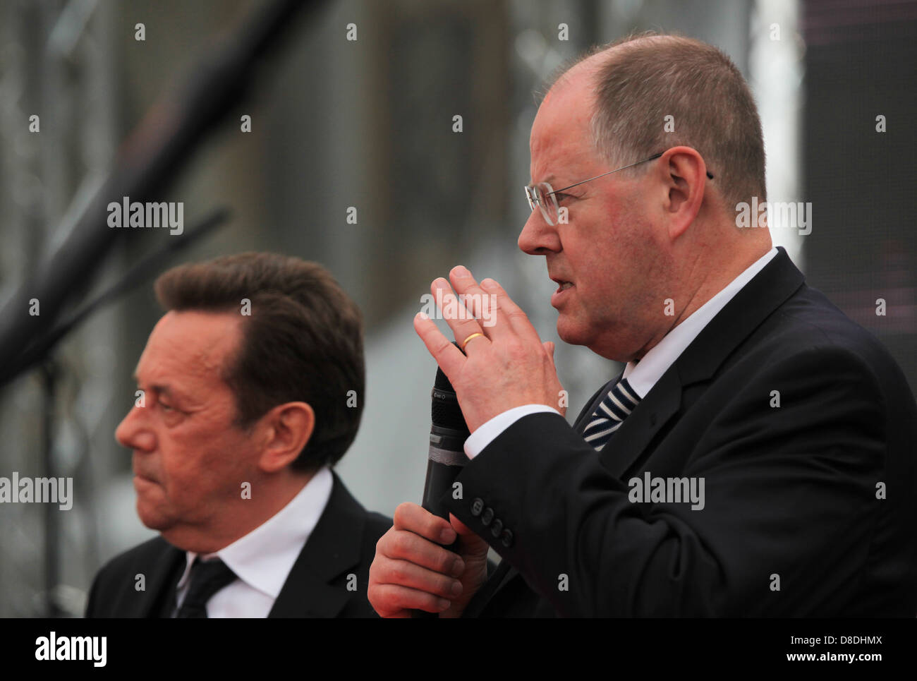 Peer Steinbrück (SPD), top candidate for Federal Chancellor in the 2013 federal elections with Roland Kaiser, - Stock Image