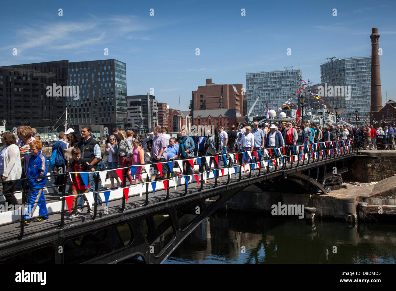 Liverpool, Merseyside, UK, 26th May, 2013.  Crowds crossing dock gates across the overloaded footbridge on Albert - Stock Image