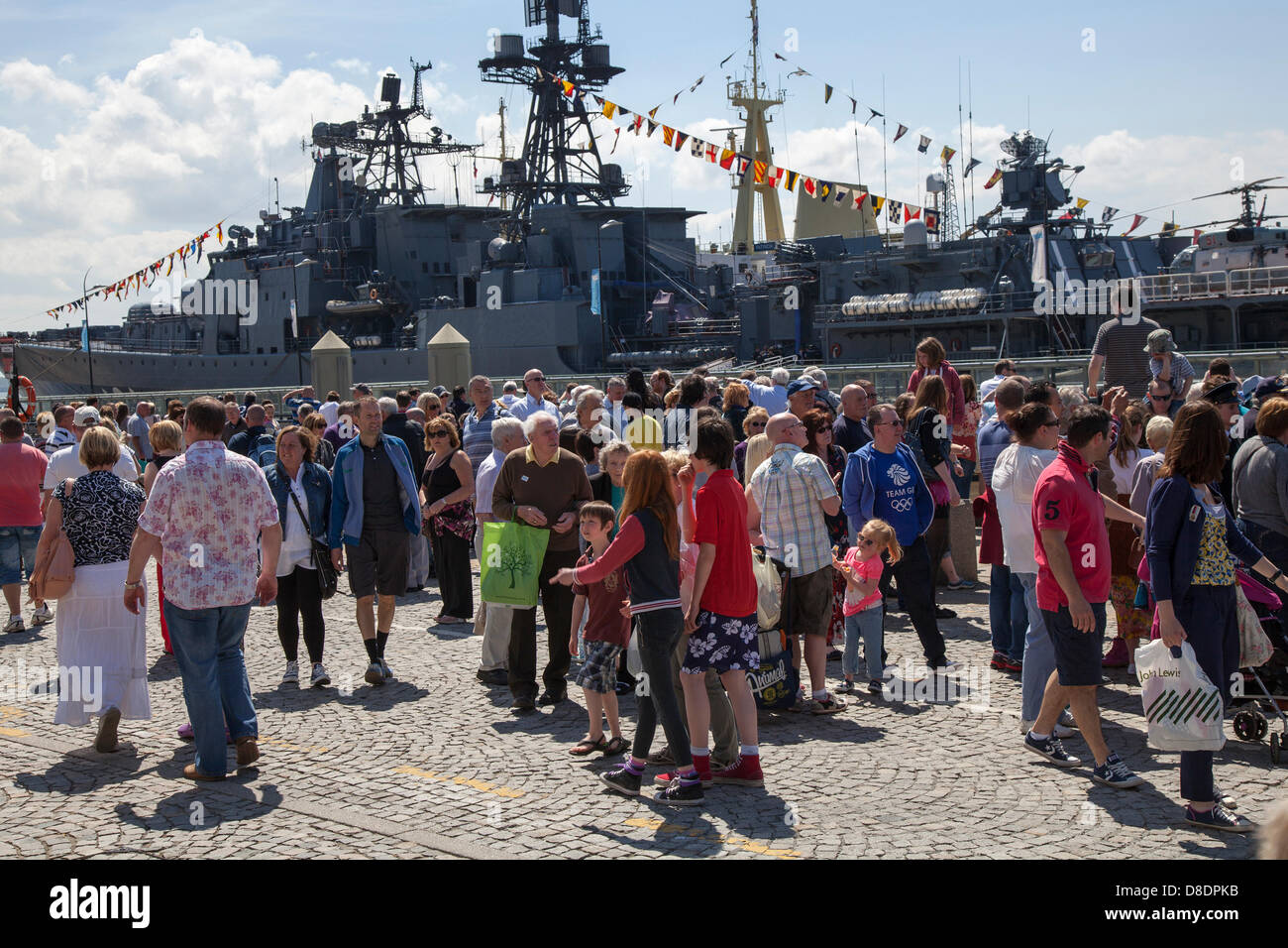 Liverpool, Merseyside, UK, 26th May, 2013.  Crowds in front of the Russian destroyer Vice Admiral Kulakov berthed - Stock Image