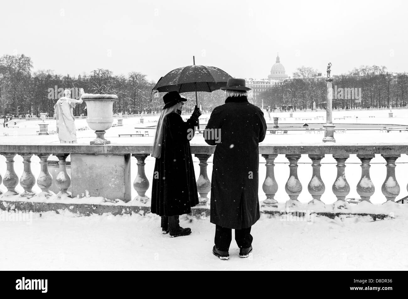 Senior couple enjoying snowy park. - Stock Image