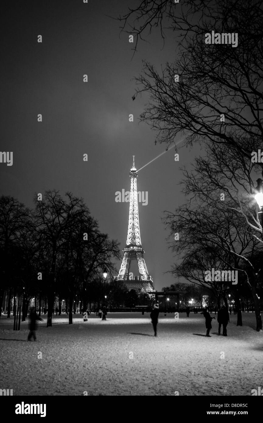 Winter scene in Paris at the Eiffel Tower. - Stock Image