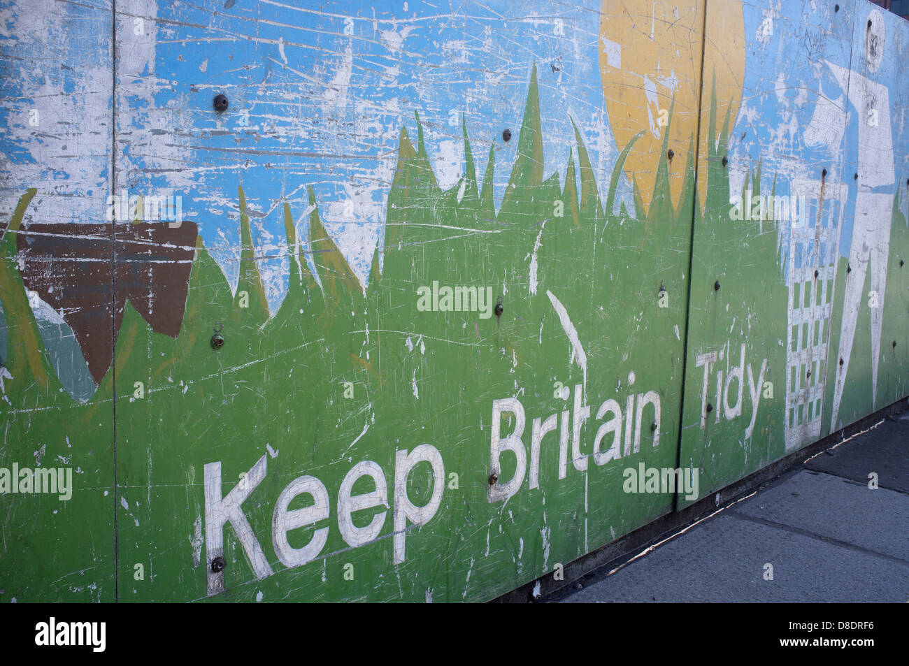 'Keep Britain Tidy' notice, attached to a wall on a main road - Stock Image