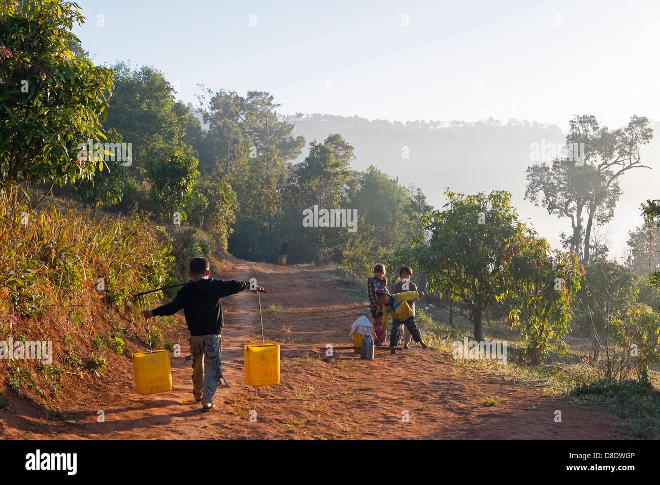 Children fetching water, Kalaw, Myanmar, Asia - Stock Image