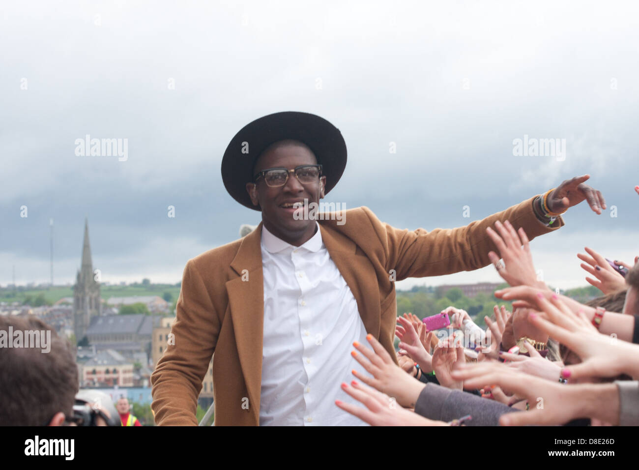 Labrinth joined Danny O'Donoghue from The Script as a special guest, meeting the crowds that braved the heavy - Stock Image