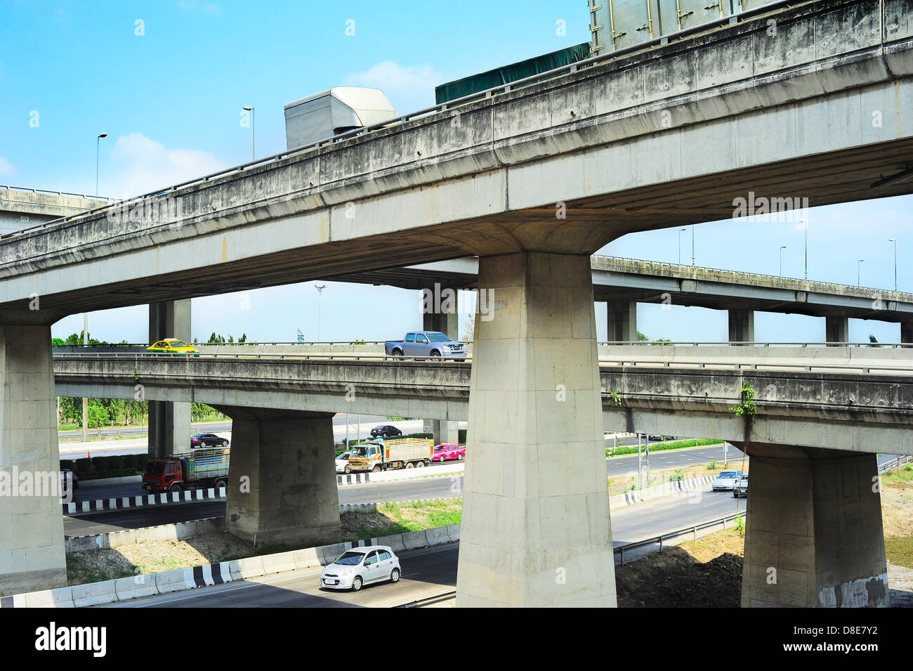 Cars on a urban flyover in Bangkok, Thailand - Stock Image