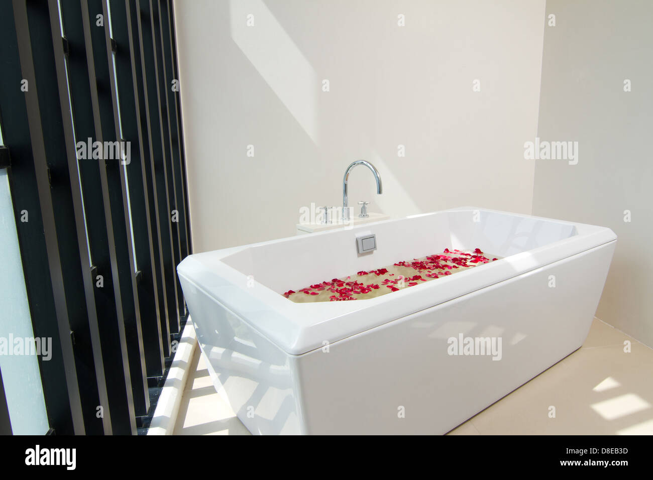 Luxury bath tub with water and flowers Stock Photo: 56864401 - Alamy