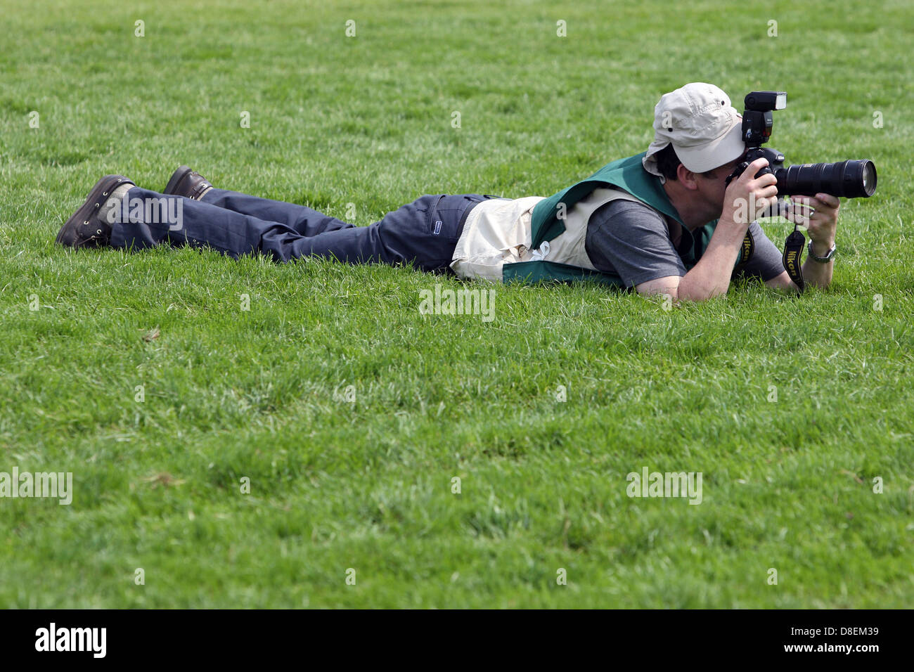 Epsom, UK, man is to take pictures in the grass - Stock Image