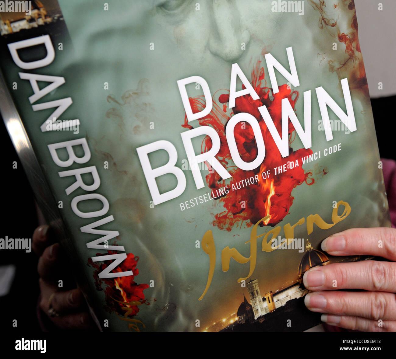 Dan Brown book cover Inferno - Stock Image