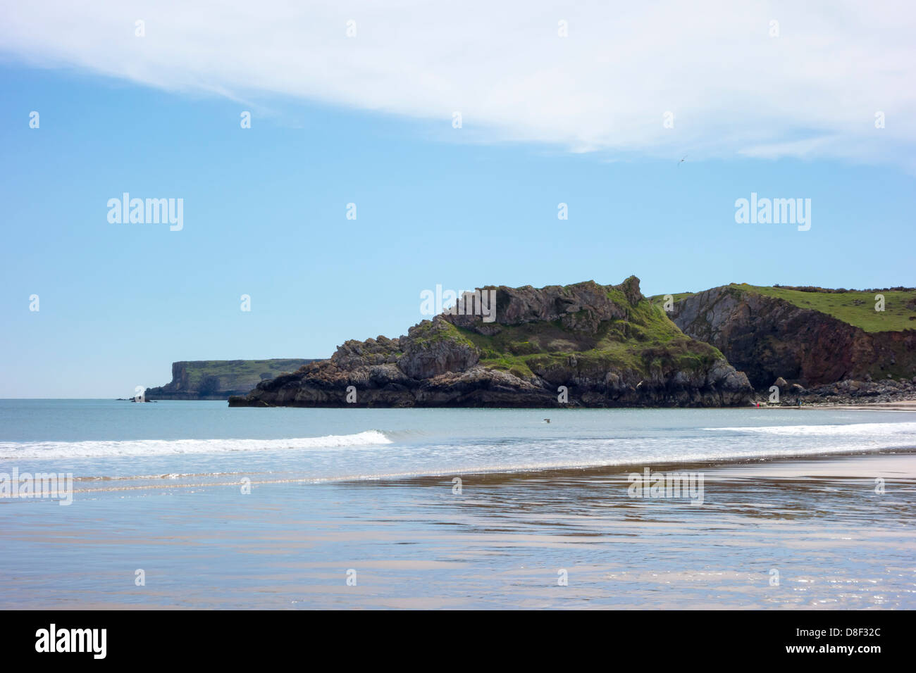 View along Broad Haven Beach at Bosherston, on the Pembrokeshire Coast National Park. - Stock Image