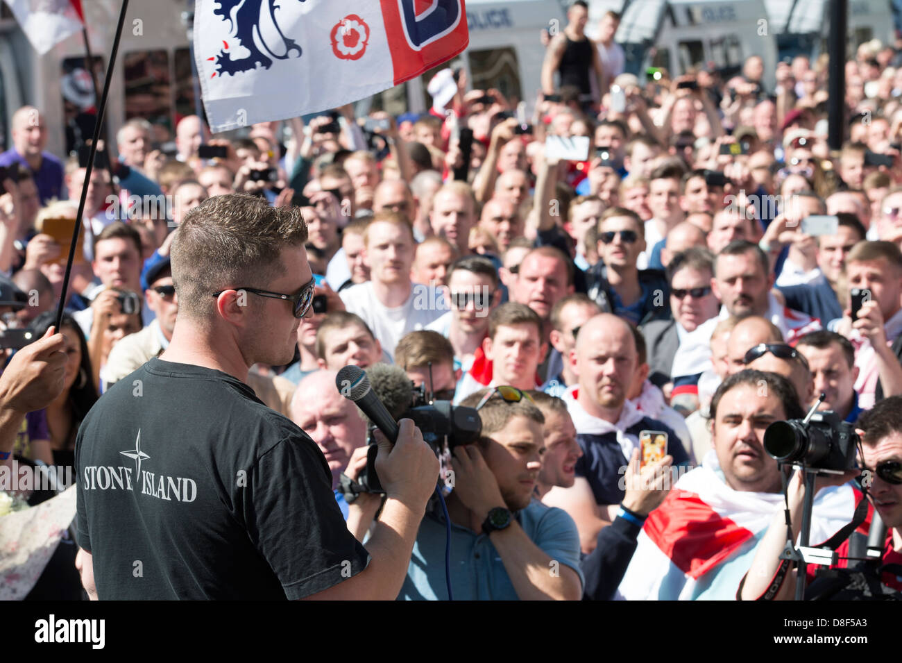 English Defence League EDL rally in front of Downing Street on May 27th 2013. EDL leader Tommy Robinson speaks to - Stock Image