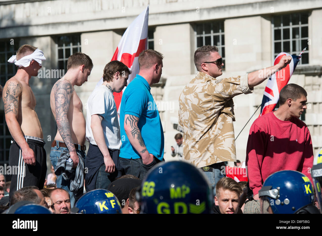 English Defence League EDL rally in front of Downing Street on May 27th 2013. EDL leader Tommy Robinson points at - Stock Image