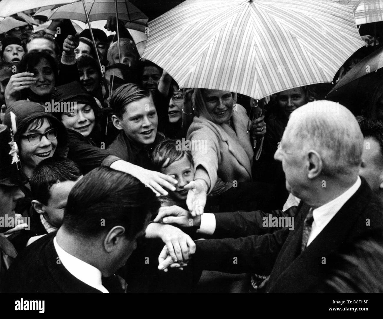 French state president Charles de Gaulle is welcomed enthusiastically by school children as he arrives in the Ruhr - Stock Image