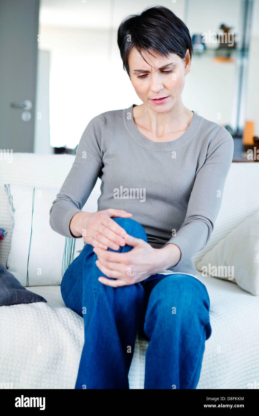 KNEE PAIN IN A WOMAN Stock Photo