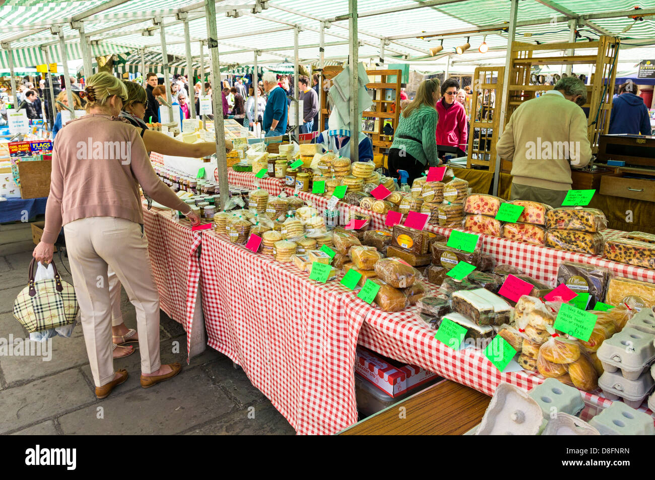 People at a market stall at Wells Farmers Market, Somerset, England, UK - Stock Image
