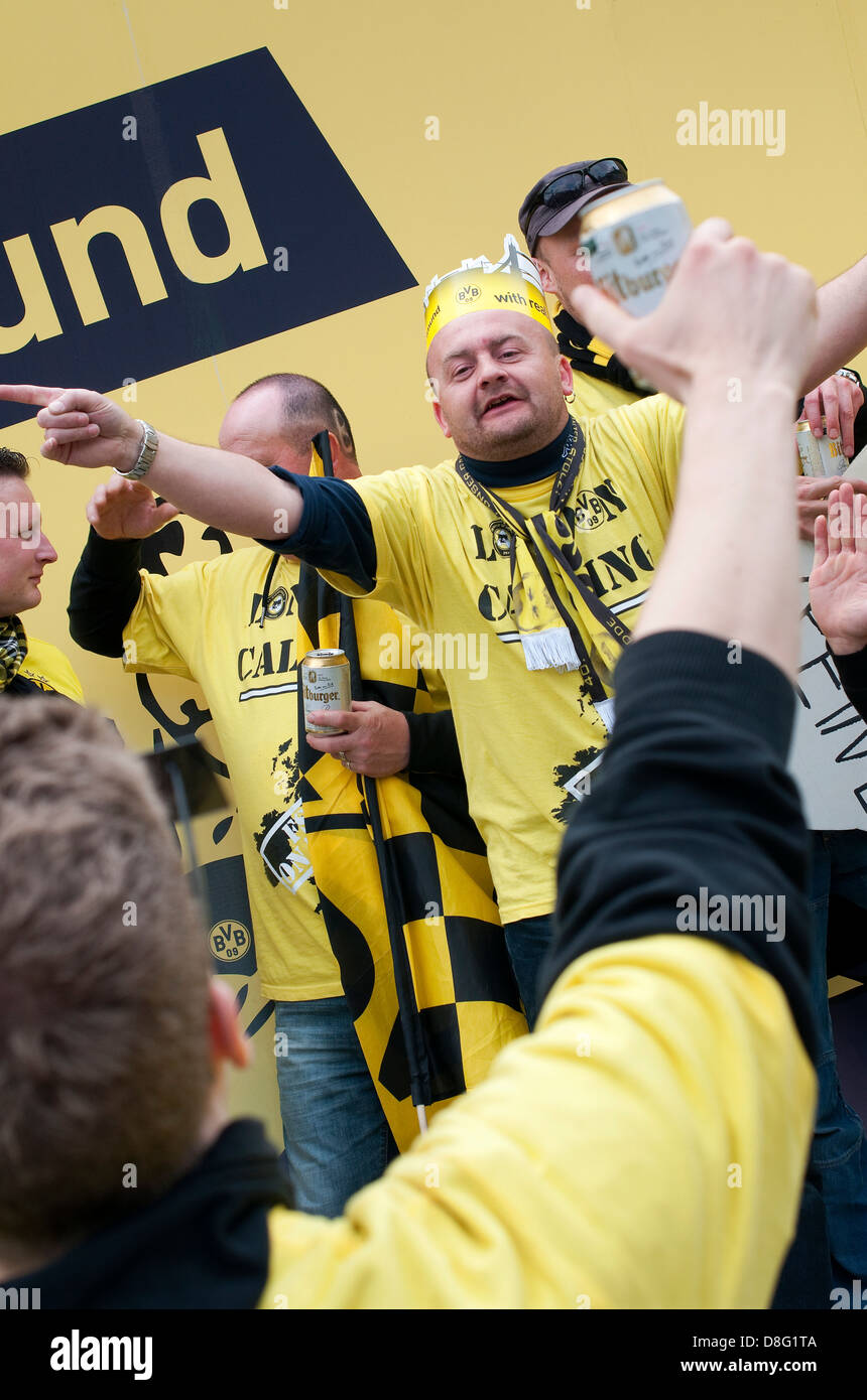 borussia dortmund football club fans supporters, trafalgar square, london, england - Stock Image