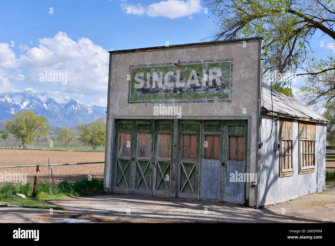Old Sinclair Gas Station In Elberta Utah Stock Photo Alamy