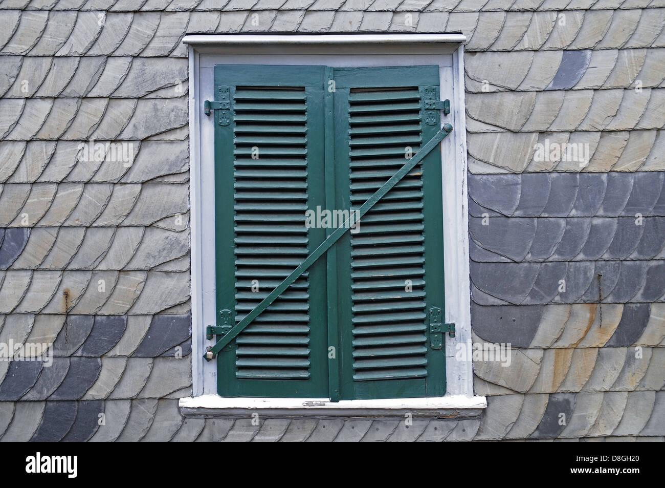 gruenes Fenster - Stock Image
