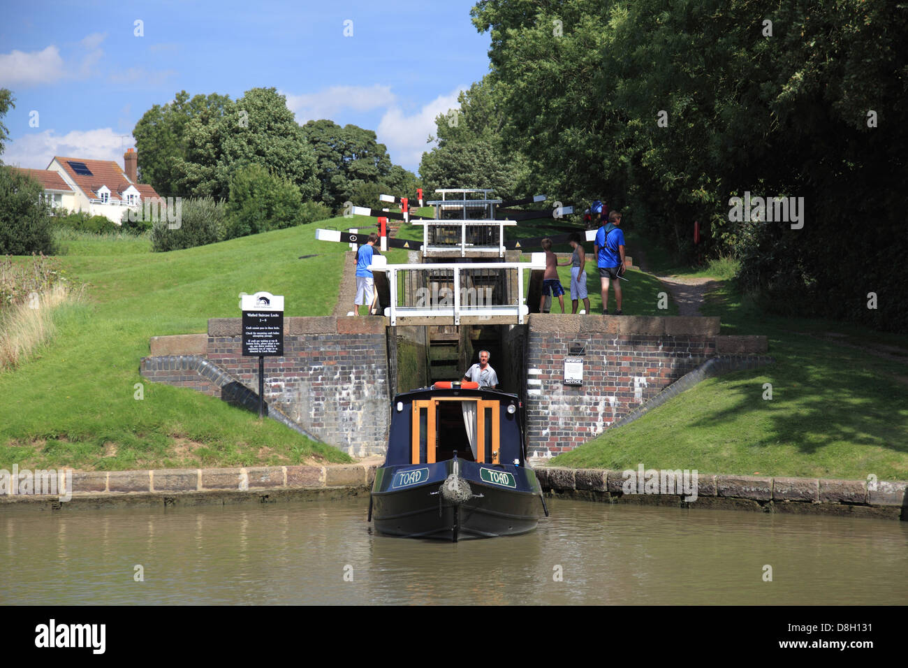 A narrowboat leaving Lock 3, the bottom lock of the flight of Watford Locks on the Grand Union Canal - Stock Image