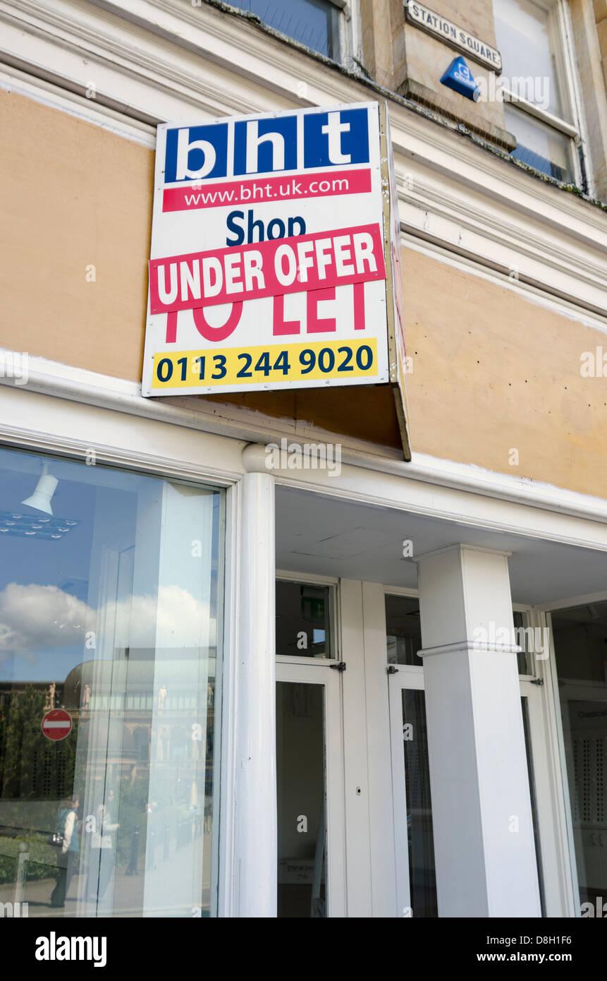 Shop to let under offer - Stock Image