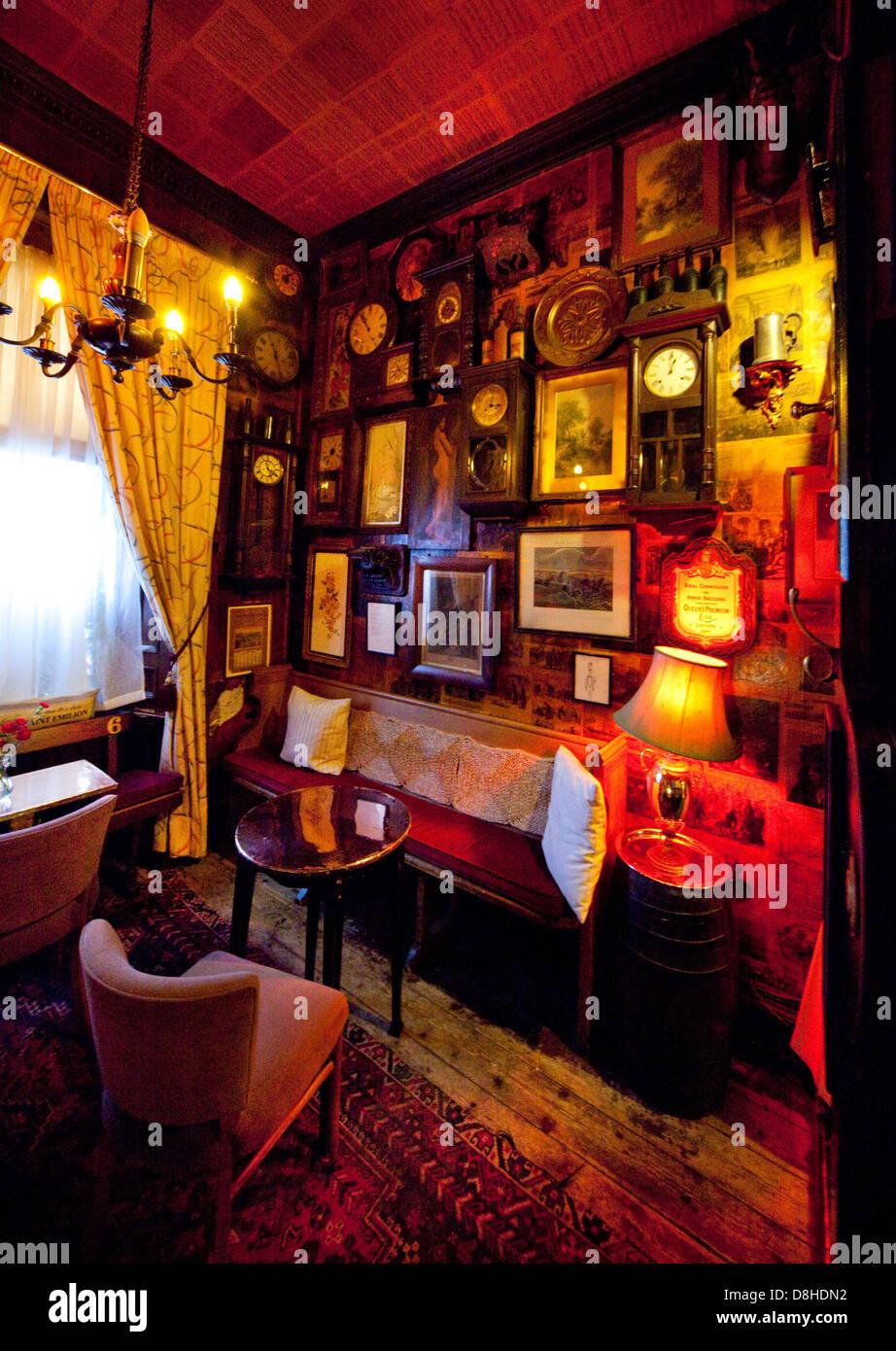 Interior, Canny Mans bar, 237 Morningside Rd, Edinburgh, Scotland, UK  EH10 4QU - Stock Image